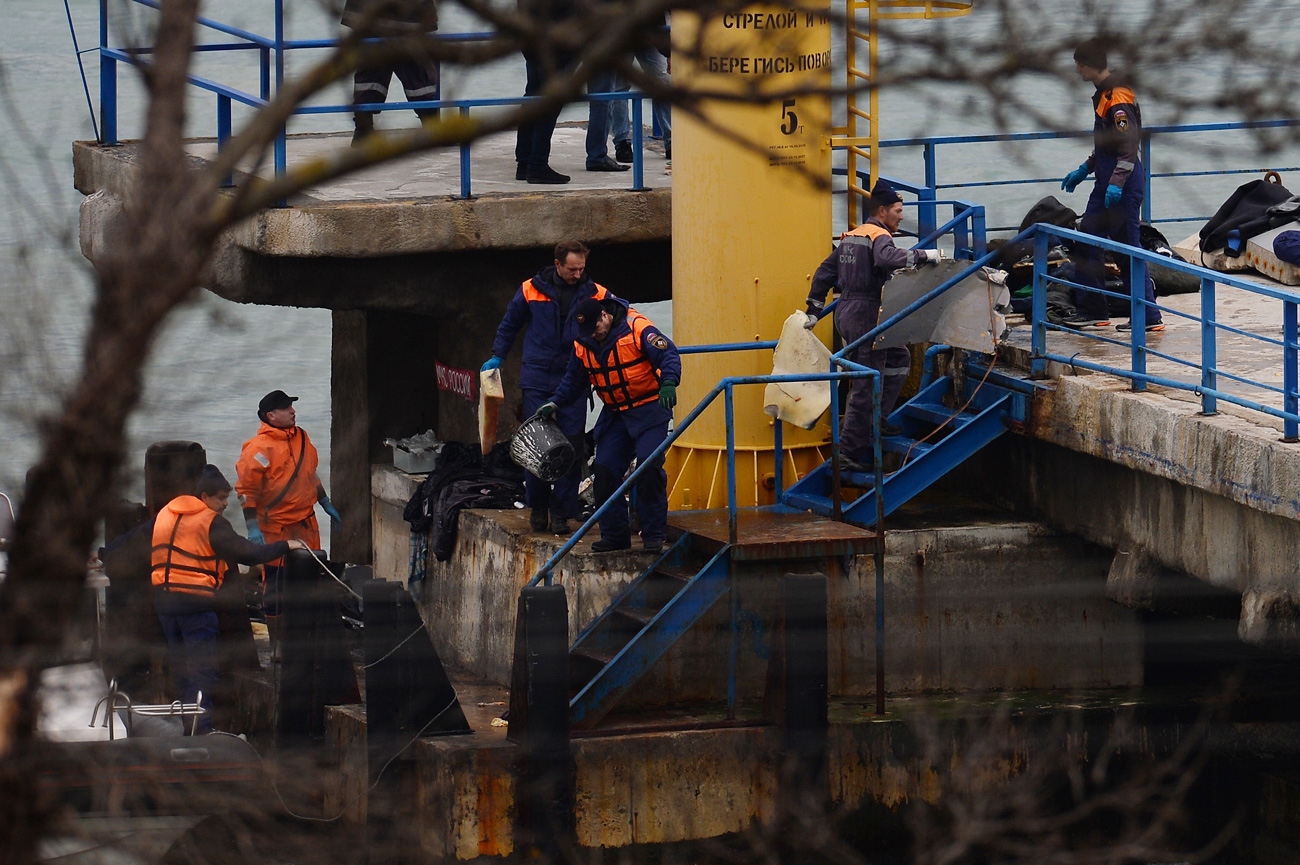 Search operation underway in the area of the military Tu-154 crash.