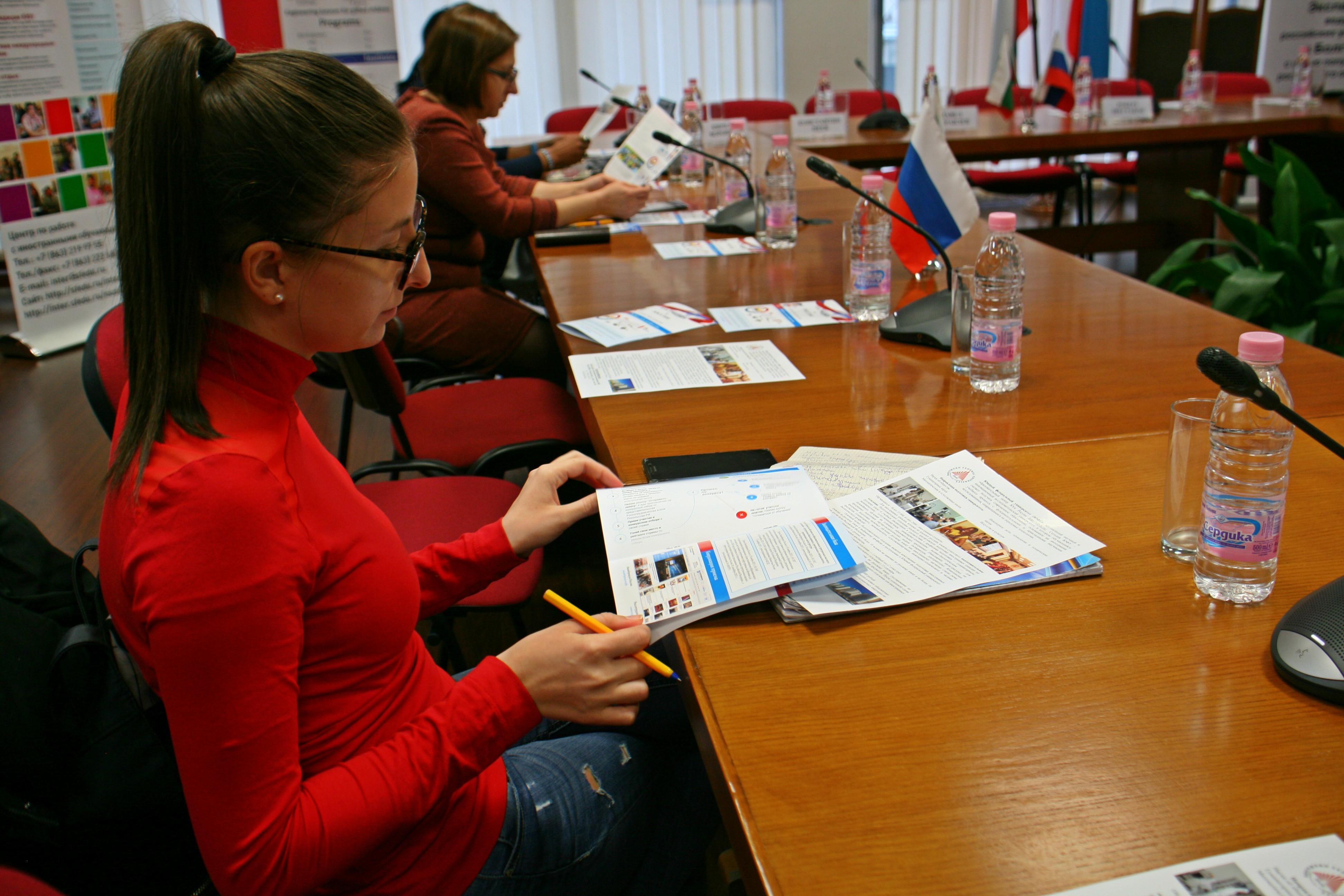 Българските кандидат-студенти се запознаха с възможностите и условията за кандидатсване за безплатно обучение в руски университет.
