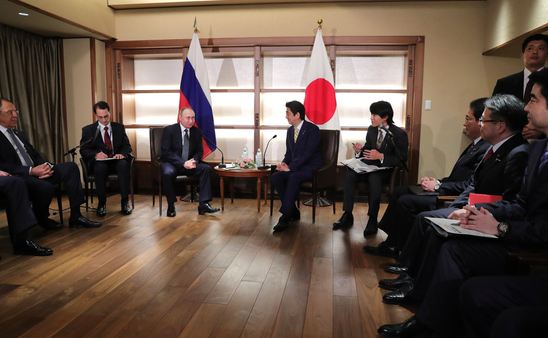 Vladimir Putin with with Japan's Prime Minister Shinzo Abe in Nagato