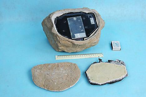 """""""Pedra espiã"""" descoberta pelo Serviço de Segurança Federal (FSB, da sigla em russo) em um parque da capital russa em 2006 Foto: RIA Nóvosti"""