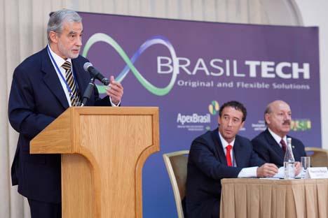 O embaixador brasileiro na Rússia, Carlos Antonio da Rocha Paranhos, o presidente da Apex-Brasil, Mauricio Borges, o senador Luis Henrique da Silveira (esq. - dir.) Foto: Apex-Brasil