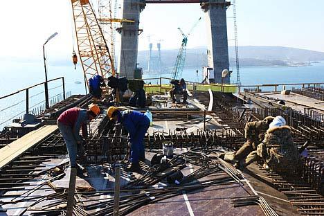 Сonstrução da ponte na Ilha da Rússki (perto da cidade Vladivostok), onde em 2012 terá lugar Fórum de Cooperação Econômica da Ásia-Pacífico Foto: TASS