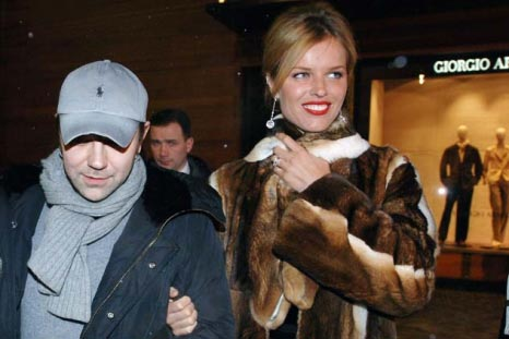 ganz das Klischee - schöne russische Frauen in Pelz und unscheinbare Männer. Copyright: TASS
