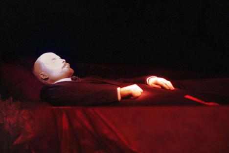 Die Lenin-Leiche im Mausoleum auf dem Roten Platz in Moskau. Foto: Itar-Tass
