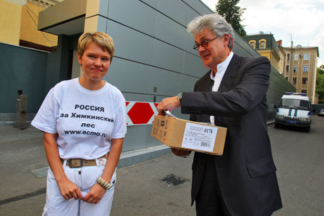 Richard Wallace (right) and Evgeniya Chirikova. Source: Kommersant