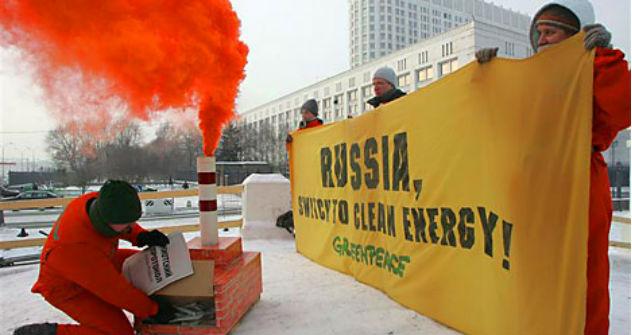 Greenpeace Russia protestiert gegen Atomkraftwerke vor dem Weißen Haus in Moskau. Foto: Reuters