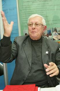 Valeri Radashévich, experto de la Casa de Joyería Estet. Foto de ITAR-TASS