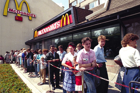Foram necessários 14 anos de luta para que George  Cohon conseguisse introduzir o primeiro restaurante  McDonald's na URSS/Foto: AP