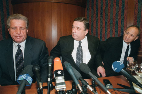 Behjet Pacolli (left) with Pavel Borodin, Chief-manager of Presidental Administration during his visit in Russia on Kremlin's affair, 1999. Photo by Dmitry Duhanin/Kommersant