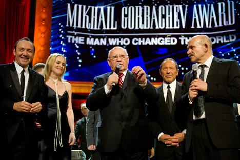 O ex-presidente da União Sovietica e vencedor do Prêmio Nobel da Paz Mikhail Gorbatchev é homenageado por seu aniversário de 80 anos em festa de gala no Royal Albert Hall, em Londres/Foto:Getty Images/Fotobank