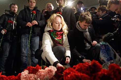 Parentes e amigos homenageiam as vítimas em Moscou / The Associated Press