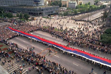 Moscú, 24 de agosto de 1991: funeral público por las tres personas asesinadas durante el golpe de Estado. Foto de GettyImages