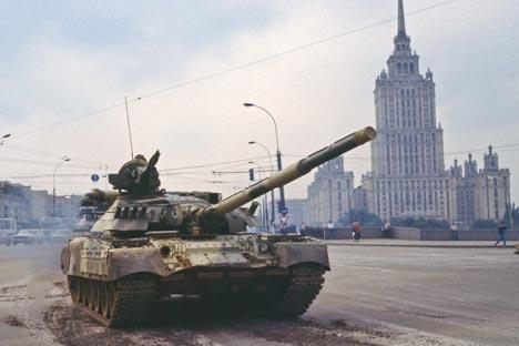 Entre el 19 y el 21 de agosto de 1991, un grupo de altos dirigentes de la URSS organizó y ejecutó un golpe de Estado que intentó acabar con la 'perestroika'. Foto de Itar-Tass