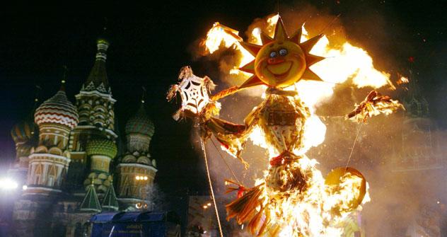 A Maslenitsa, festa pagã para celebrar o final do inverno e início da primavera, dura uma semana é recheada de comida, fogueiras e brincadeiras/Foto: Getty images/Fotobank