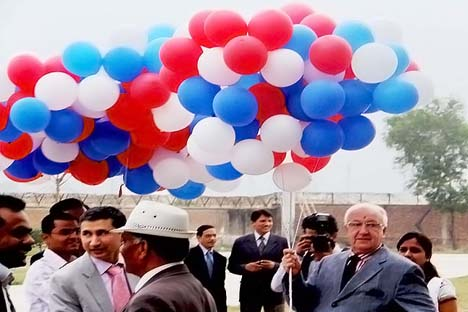 Russian Ambassador to India Alexander Kadakin (right) at the opening ceremony of Integrated Helicopter Service Pvt. Ltd