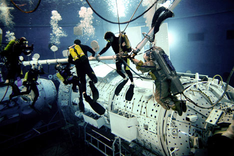 Odyssey 2011: a crew trains on a submerged model of the ISS in the giant pool at Star City.