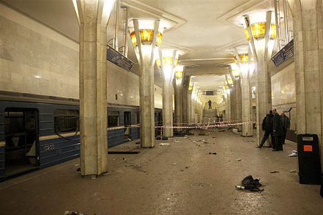 A view shows the site of the explosion at the metro station Oktyabrskaya in Minsk, April 11, 2011. REUTERS/BelTA/Handout/Andrei Stasevich