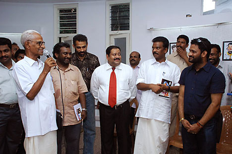 Ratheesh C. Nair (in the middle) among other guests in the Russian Cultural Center in Thiruvananthapuram.   Source: http://cartoonacademy.blogspot.com