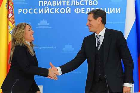 Trinidad Jiménez y Alexandr Zhúkov. Foto de AFP_EastNews
