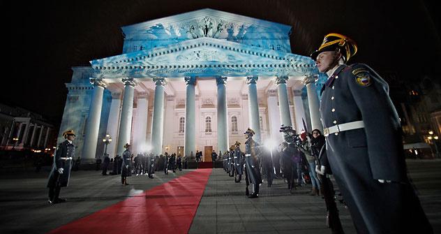El escenario y la ópera del Teatro Bolshói, cerrado durante seis años, desean volver a convertirse en el corazón cultural de Rusia. Foto de AP