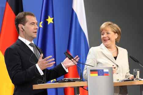 Russischer Präsident Dmitri Medwedjew und Bundeskanzlerin Angela Merkelbei einer Pressekonferenz. Foto: Reuters/Vostock Photo