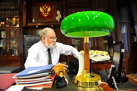 Vladímir Churov en su despacho. Foto de Ria Novosti