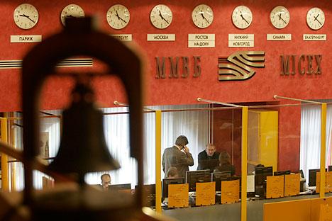 En un mes, el mercado de valores ruso ha perdido todo lo que había crecido durante el año, los inversores han recuperado la liquidez y se plantean realizar inversiones a largo plazo. Foto de Reuters/Vostock Photo