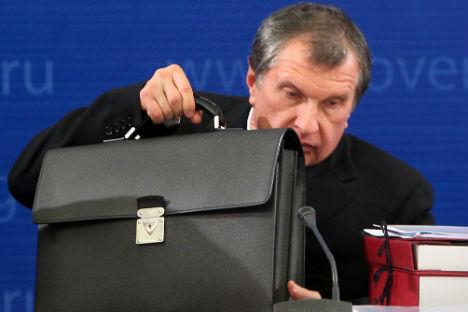 Vizepremier Igor Setschin verließ als Erster Beamte einen Vorstand. Foto: Dmitri Azarov_Kommersant