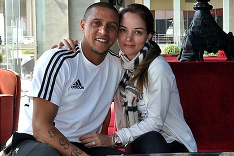 Roberto Carlos com a sua esposa/Foto:ITAR-TASS