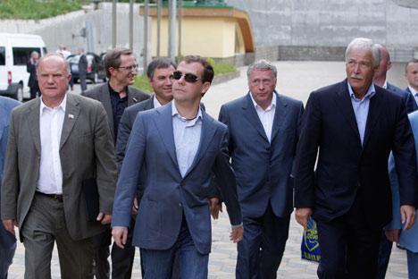 Los líderes de los partidos rusos junto con el presidente Dmitri Medvédev. Foto de Itar-Tass