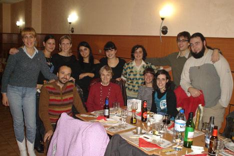 Estudiantes de Filología Eslava. Al centro, Helena Vidal, primera profesora de ruso de la facultad de Filología de la Universidad de Barcelona, en 1979