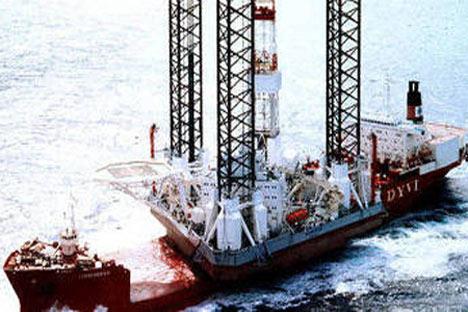 Una plataforma petrolífera rusa ha volcado en el mar de Ojotsk, situado entre la península de Kamchatka y las islas del norte de Japón, según los informes que llegan. Foto de la página oficial http://www.amngr.ru/