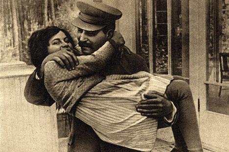 Joseph Stalin with daughter Svetlana, 1935.