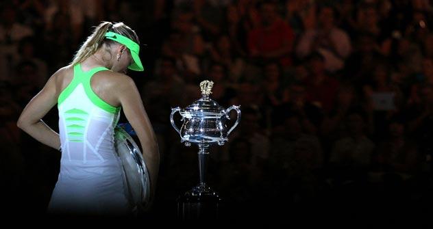 María Sharápova, cabizbaja durante la entrega de trofeos. Foto de Australian Open.com
