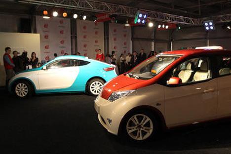 O Io-Mobile  começou a receber encomendas pela internet para a compra de carros híbridos russos/Foto:RIA Novosti