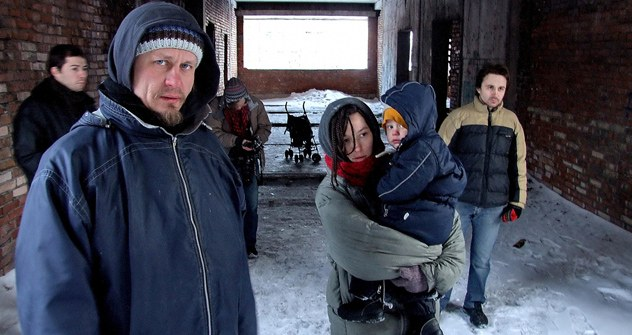 Voina-Aktivisten: Oleg Vorotnikow (links), Natalia Sokol mit Baby Kasper (Mitte), und Leonid Nikolayew (rechts).
