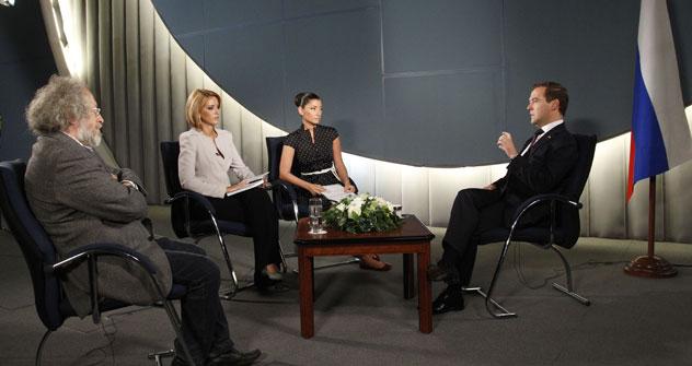Russischer Präsident Dmitri Medwedjew beim Fernsehinterview. Foto: Russia Today