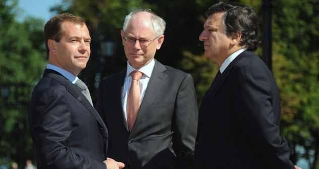 russische Präsident Dmitri Medwedew, EU-Präsident Herman Van Rompuy, und EU-Kommission Chef Jose Manuel Barroso. Foto: AFP PHOTO / ALEXANDER NEMENOV