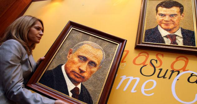 Medwedjew oder Putin? Die Gesellschaft ist der Ikonen müde. Foto: AFP/Eastnews