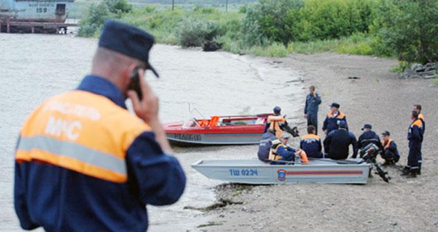 Der russische Katastrophenschutz arbeitet an der Wolga. Foto: RIA Novosti
