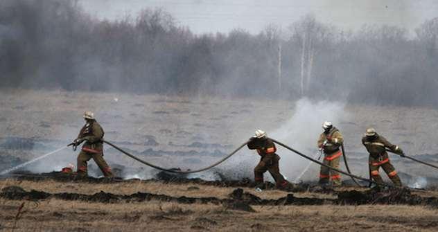 Russische Feuerwehrleute bei der Waldbrandbekämpfung im Sommer 2010. Letztes Jahr sind in Russland 16 Mio. Hektar Wald komplett abgebrannt. Foto: RIA-Novosti