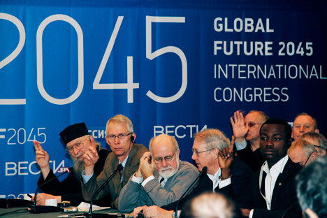 Summit speakers voting on a resolution draft to be submitted to the United Nations: Lazar Puhalo, Lowell Gustafson, Barry Rodrigue, Eric Chaisson, Vital Sounouvou and others. Source: Global Future 2045 / Press Photo