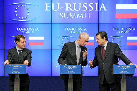 It remains to be seen whether Russia's geopolitical shift from Europe to Asia will allow to maintain its rightful place in world politics. In the photo Russia's President Dmitry Medvedev, left, looks on as European Commission President Jose Manuel Ba