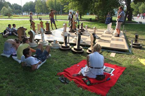 Wanna join for a game of giant chess? Moscow players in Gorky Park. Photo: PhotoXpress