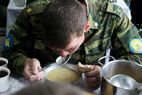 Underweight soldiers are sent to health centers in the Voronezh Region to gain necessary weight. Source: ITAR-TASS