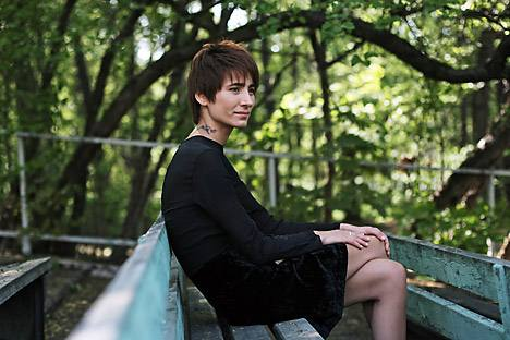 the Russian pop-rock scene from the outset, Zemfira, referred to by music critics as 'Kurt Cobain in a skirt.' Source: Kommersant