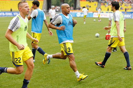 Balázs Dzsudzsák, Roberto Carlos and Yury Zhyrkov (L-R) of Anzhi Makhachkala training before their match against Spartak Moscow during Russia's football championship. Source: RIA Novosti / Alexey Kudenko