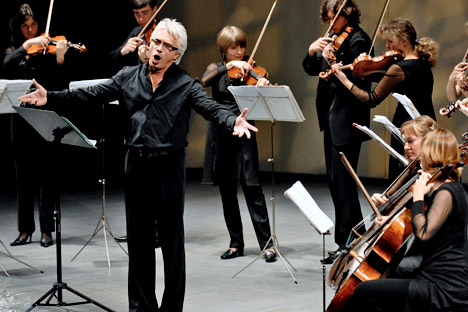 Russian baritone Dmitry Hvorostovsky, left, performing with the Hermitage Ensemble at Moscow's International House of Music. Source: ITAR-TASS