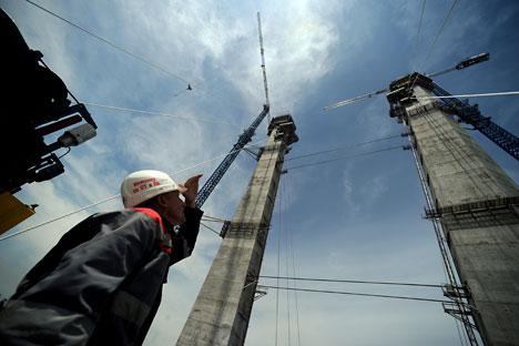 The constructions of a bridge in Vladivostock before the 2012 APEC summit. Source: ITAR-TASS