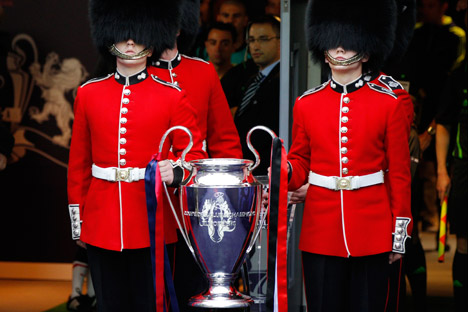 Scots Guards carry the trophy before the Champions League final soccer match between Manchester United and Barcelona at Wembley Stadium in London May 28, 2011. REUTERS/Phil Noble
